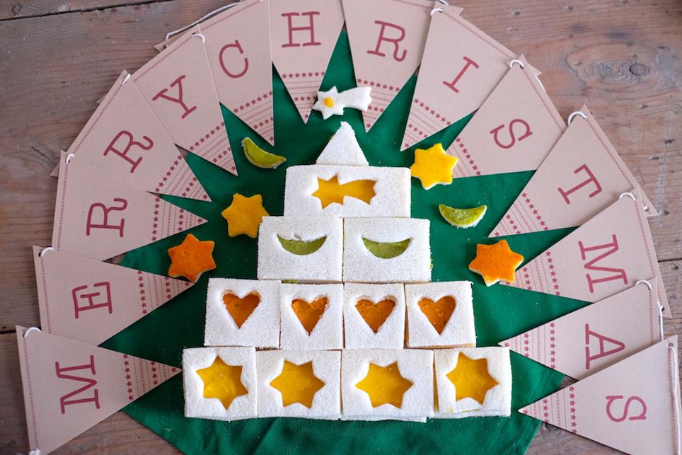 Albero di Natale di tramezzini per bambini