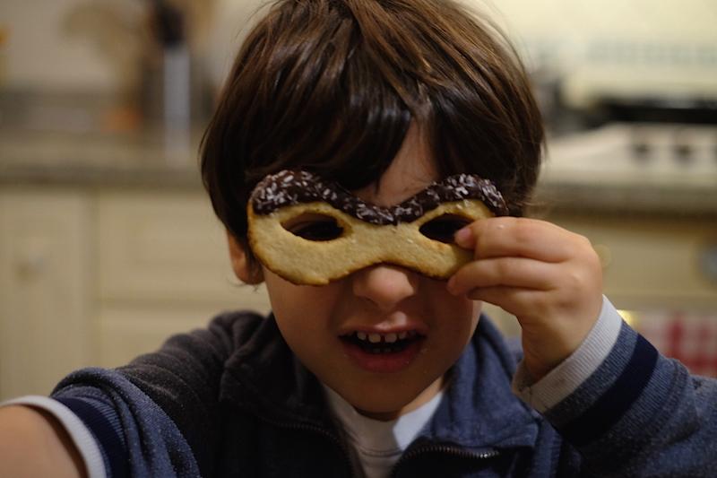 Matte indossa la maschera di frolla