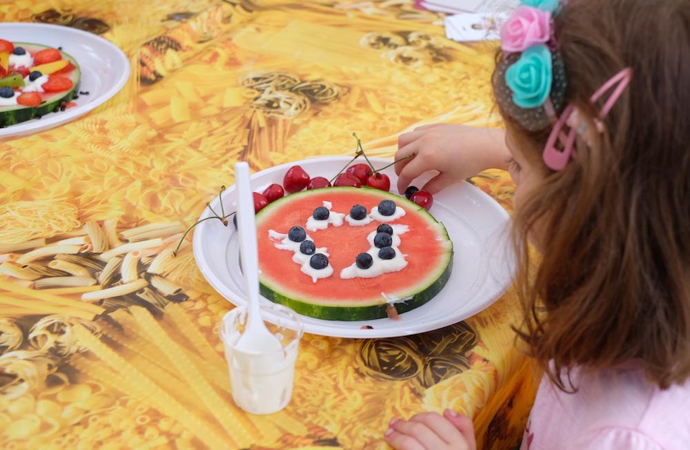 Preparazione merenda anguria