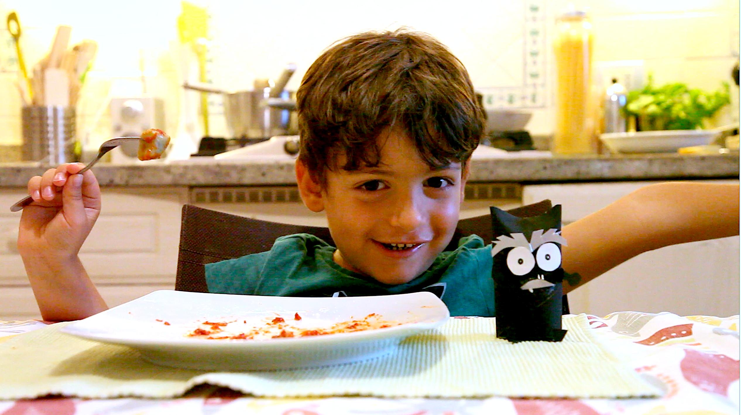 Matteo assaggia gnocchi