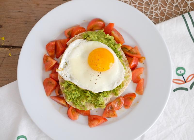 Sanwich avocado uovo