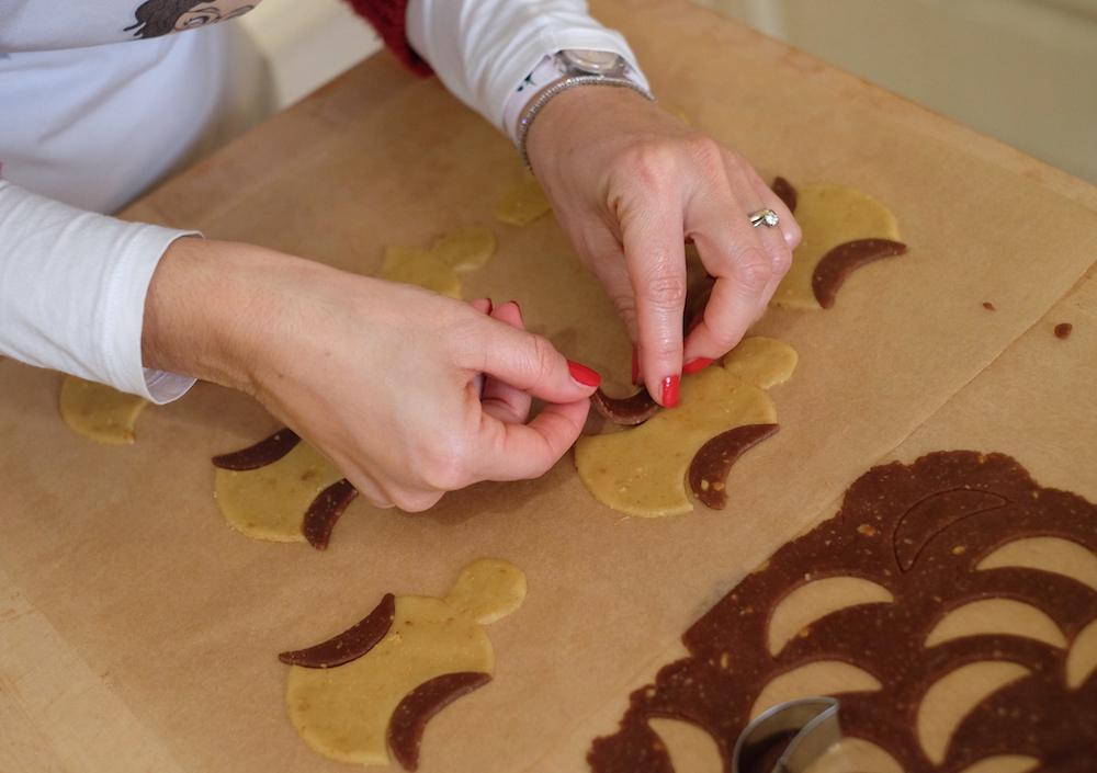 Preparazione biscotti di Natale vegani